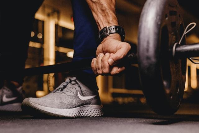 Styrk din biceps med håndvægte